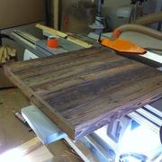 plateaux en vieux bois avec assemblage a 45°