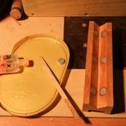 Collage des aimants à la colle bicomposant : ils doivent affleurer et plutot dépaser pour garder leur force