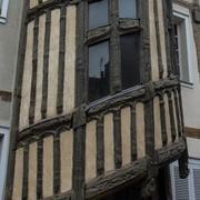 poteaux de colombage accueillants  un escalier debillardé
