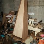 chape du bas montée avec baguettes de finition sur la table d'harmonie
