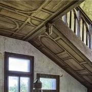 Plafond d escalier assemblé en lambris à petit cadre traditionnel
