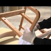 Fabrication de chaises design au Japon