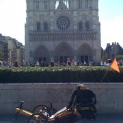 Devant Notre Dame de Paris