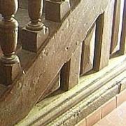 potelets sur patin ,moulurés avec panneaux d echiffre