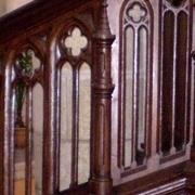 rampe de chaire à prêcher en bois neogothique