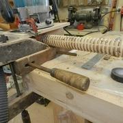 Le reste se faits tout seule les filets s'engages dans la partie a tarauder de l'outils.