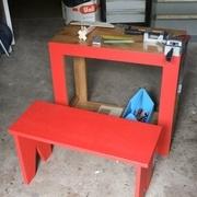 en position de travail; une petite presse est fixé par serre joint.