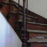 pilastre en fonte à l anglaise (dévoyé sur la marche massive)