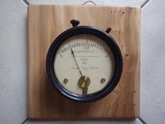 Planche d'ornement pour vieux ampèremètre