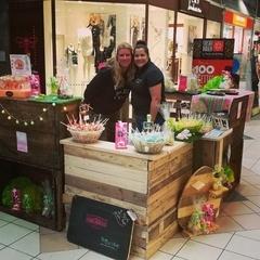 2 Boutiques Pop-up stores entièrement en bois de récupération