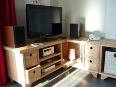 Meuble TV d'angle en merisier