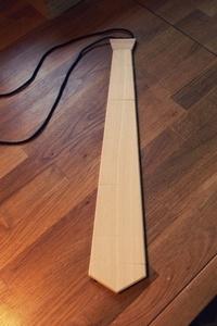 Cravate en bois