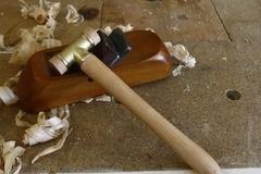 Un mini maillet pour le réglage de rabots en bois
