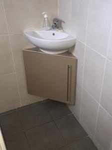 Meuble sous vasque d'angle
