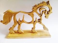 Cheval en bois chantourner