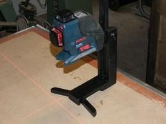 Support laser réglable , à poser au sol, sur perche, ou à accrocher