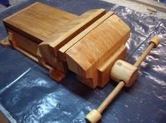 Etau fabriqué avec des chutes de bois