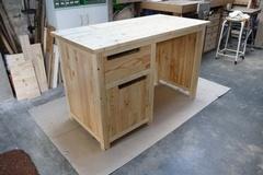 Un bureau en pin