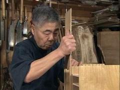 Une scie des ciseaux LE rabot japonais egal petit meuble