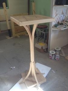 Table aux pieds courbes 2