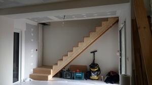 Escalier avec coffre sous palier