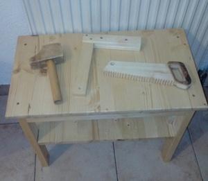 Établi pour enfant avec outils