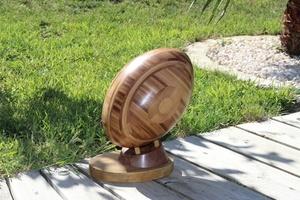 Ballon de rugby en bambou