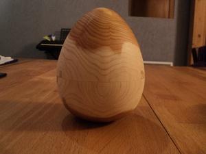 Oeuf de Pâques en thuya