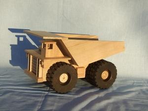 Camion minier volumineux.