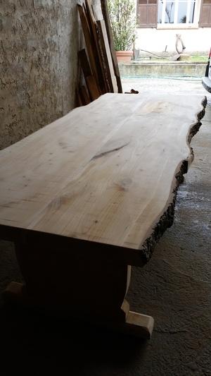 Voici une table de ferme que j'ai réaliser il y a 3 ans en cèdre rouge