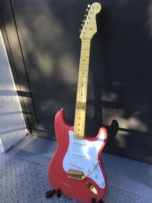 Ma deuxième Guitare: une stratocaster Hank Marvin