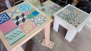 Table bistro naturel Douglas patchwork carreaux de ciment