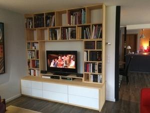 Une meuble télé - bibliothèque