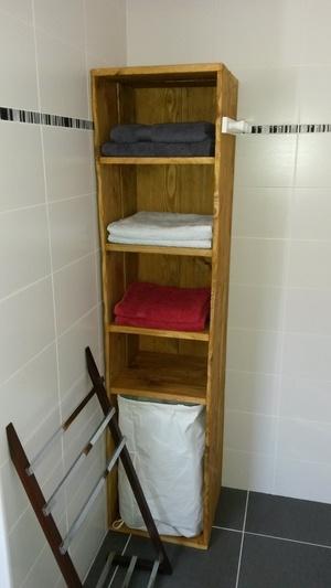 Meuble à étagères de salle de bain