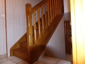 Petit escalier droit de demi niveau