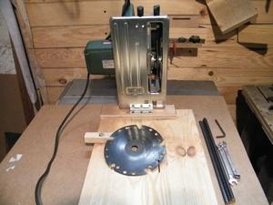 Transformation d'une scie circulaire en scie à onglets