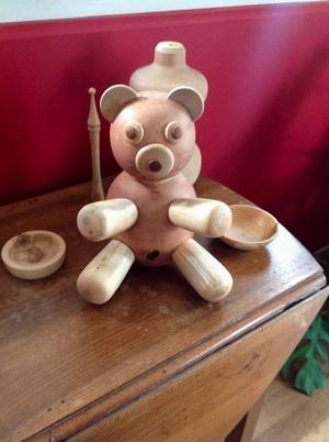Un ours en bois