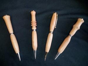 Des stylos en cadeau de table pour les enfants