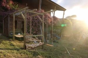 Une aire de jeu pour la cabane