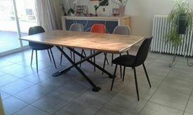 Table en chêne de récupération et piètement métal