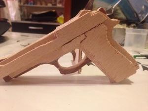 Pistolet en bois chantournage