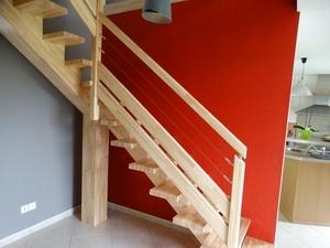 Escalier limon central 100 % bois