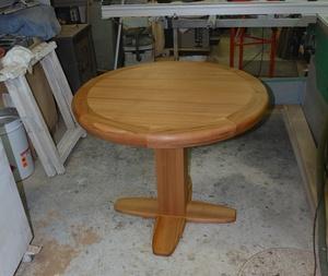Table en orme à pied central