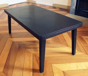 Table basse en frêne teinté noir