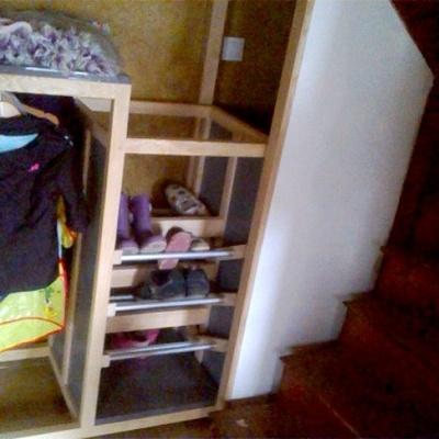 Meuble de rangement sous escalier r alis en frene par for Meuble en forme d escalier