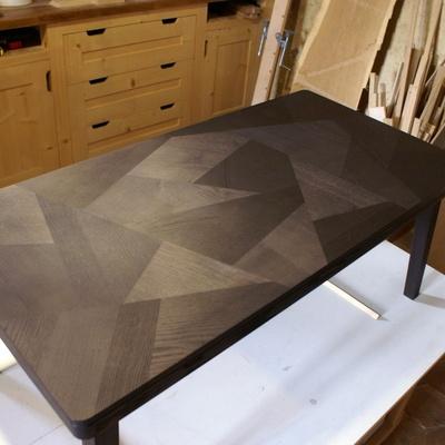 Pas pas fabrication d 39 une table basse en fr ne teint - Quoi mettre sur une table basse ...