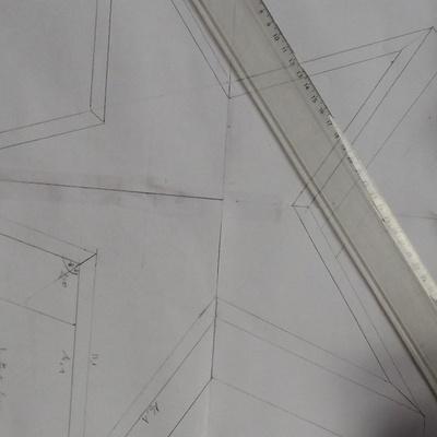Decoupe angle plinthe bois maison design for Comment faire des angles de plinthes