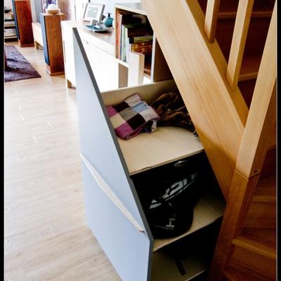 placard sous escalier avec tag res par kaiser38 sur l 39 air. Black Bedroom Furniture Sets. Home Design Ideas
