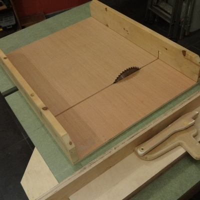 petite scie sous table modeste par vic66 sur l 39 air du bois. Black Bedroom Furniture Sets. Home Design Ideas