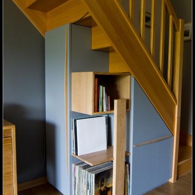 placard sous escalier avec tag res par kaiser38 sur l 39 air du bois. Black Bedroom Furniture Sets. Home Design Ideas